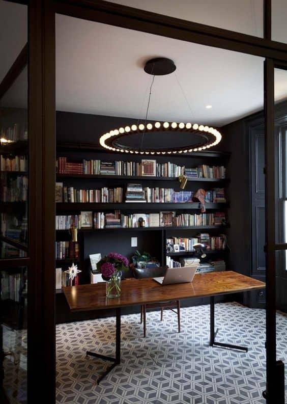 Bureau à domicile avec portes et cloisons vitrées